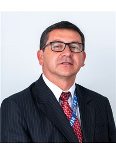 Carlos Ufredo Castro Viteri - RE/MAX Capital