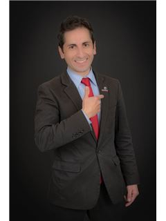 Xavier LUGMANIA, Broker / Co-Owner - RE/MAX Capital