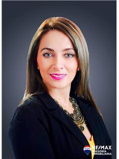 Lucia Veintimilla - RE/MAX Asesoría Inmobiliaria