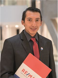 Associate in Training - David Toaquiza - RE/MAX Capital