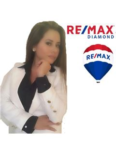 Valeria Guerron - RE/MAX Diamond