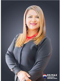 Alexandra Buenaño - RE/MAX Asesoría Inmobiliaria