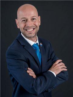 Julio Castillo - RE/MAX Capital