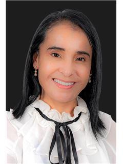 Vivianna Coello M. - RE/MAX Capital
