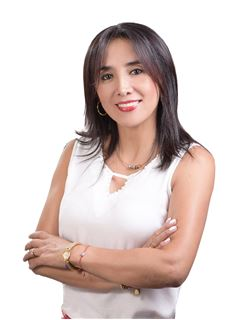 Alexandra Castillo - RE/MAX Premium
