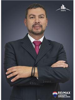 Dennis Davila - RE/MAX Asesoría Inmobiliaria
