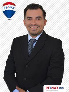 Alberto Zuniga - RE/MAX 100 2