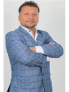 Fernando Benavides - RE/MAX Capital