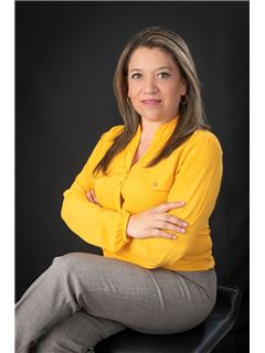 Paulina Paulina Salazar - RE/MAX Capital