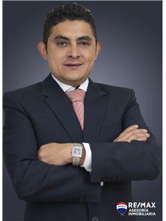 Washvel Velasco - RE/MAX Asesoría Inmobiliaria