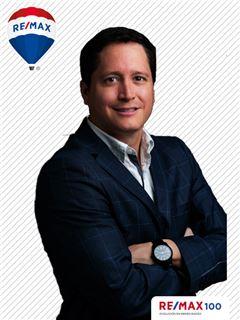 Andres Garcia - RE/MAX 100 2