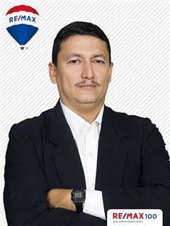 Carlos Coronel - RE/MAX 100 2