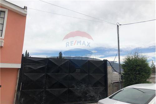 Terreno - De Venta - Quito, Ecuador - 4 - 890321277-3