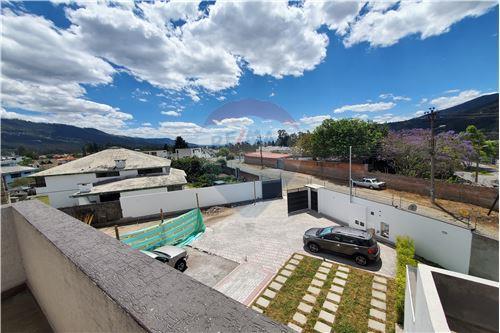 Casa - De Venta - Quito, Ecuador - 50 - 890321250-43