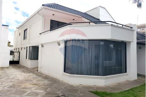 459 Sqm House For Sale 6 Bedrooms Located At Daniel León Borja Y Carlos Zambrano Riobamba Ecuador Ecuador
