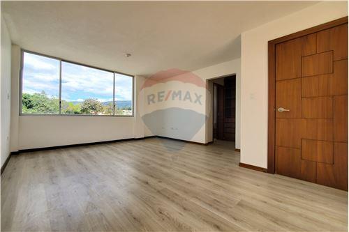 Casa - De Venta - Quito, Ecuador - 32 - 890321250-43