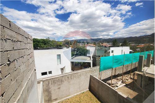 Casa - De Venta - Quito, Ecuador - 37 - 890321250-43