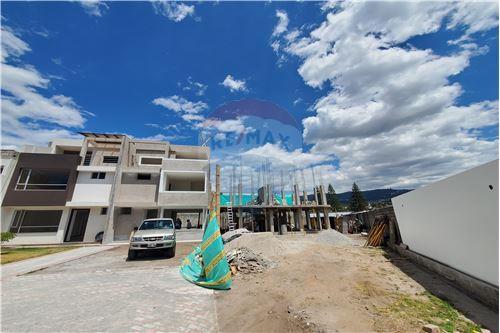 Casa - De Venta - Quito, Ecuador - 58 - 890321250-43