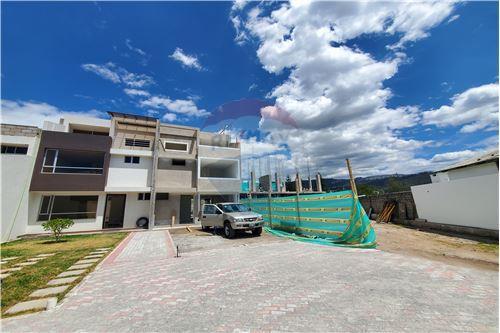Casa - De Venta - Quito, Ecuador - 55 - 890321250-43
