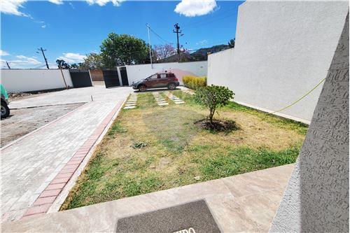 Casa - De Venta - Quito, Ecuador - 54 - 890321250-43
