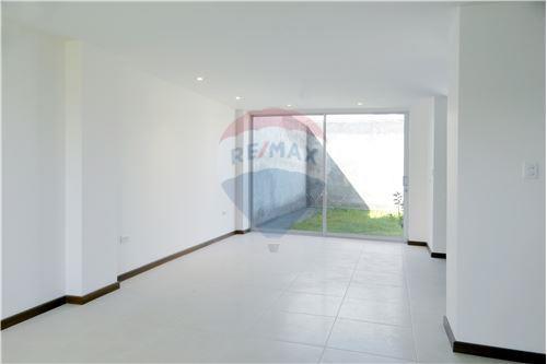 Casa - De Venta - Quito, Ecuador - 3 - 890321250-43