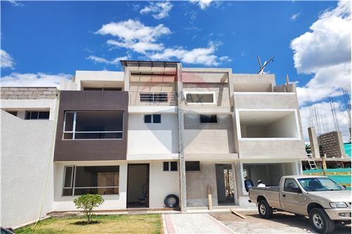 Casa - De Venta - Quito, Ecuador - 61 - 890321250-43