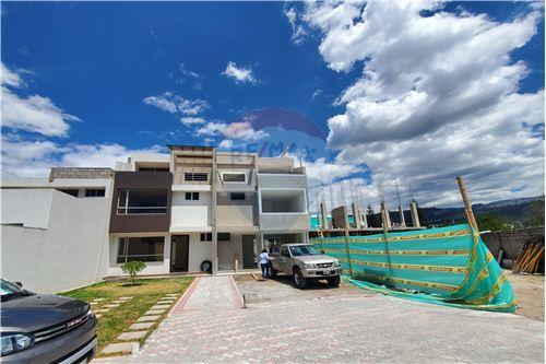 Casa - De Venta - Quito, Ecuador - 56 - 890321250-43