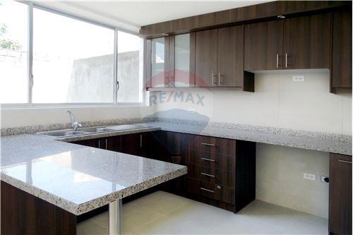 Casa - De Venta - Quito, Ecuador - 6 - 890321250-43