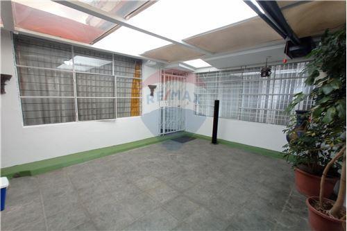 Departamento - De Venta - Mariscal Sucre, Ecuador - Garage - Garaje - 890091417-20