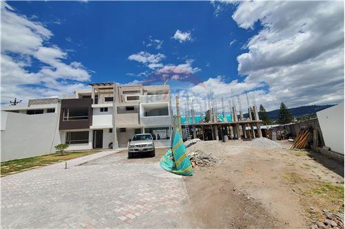 Casa - De Venta - Quito, Ecuador - 59 - 890321250-43