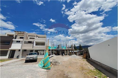 Casa - De Venta - Quito, Ecuador - 57 - 890321250-43