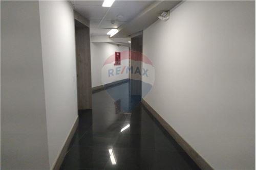 Oficina - De Alquiler - Mariscal Sucre, Ecuador - Pasillo - 890091442-9