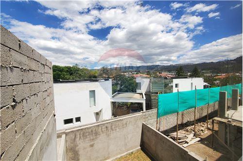 Casa - De Venta - Quito, Ecuador - 38 - 890321250-43