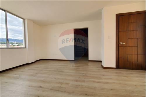 Casa - De Venta - Quito, Ecuador - 34 - 890321250-43