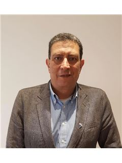 Maakler/omanik - Amr Elguibely - RE/MAX RE Advisor - ريـ/ـماكس ري ادفيزر