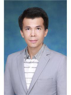 Agent  - Jaturong Hatrawung - RE/MAX Executive Homes