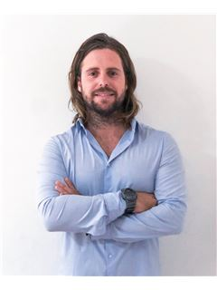 Associate in Training - Nicolás Marvisi - RE/MAX Mar