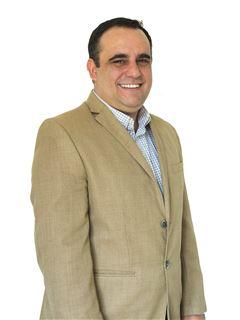 Associate in Training - Agustín Crosa - RE/MAX Focus