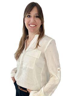 Associate in Training - Karen Bregani - RE/MAX Costa