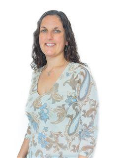 Associate in Training - Natalia Saavedra - RE/MAX Focus