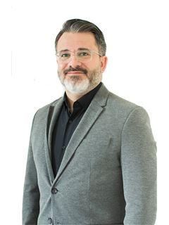 Associate in Training - Andrés Barros - RE/MAX Focus