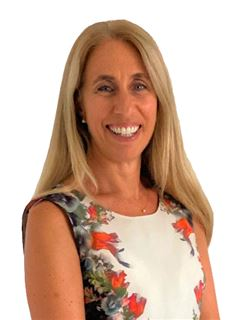 Associate in Training - Lourdes Fracchia - RE/MAX Costa