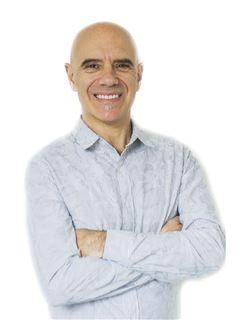 Associate in Training - Javier De los Campos - RE/MAX Focus