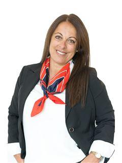 Associate in Training - Mónica Volkmann - RE/MAX Focus