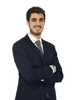 Associate in Training - Sebastián Vicuña - RE/MAX Focus